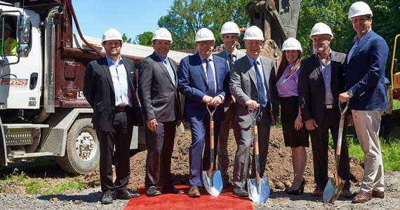 Première pelleté de terre Condos Laval-sur-le-Lac